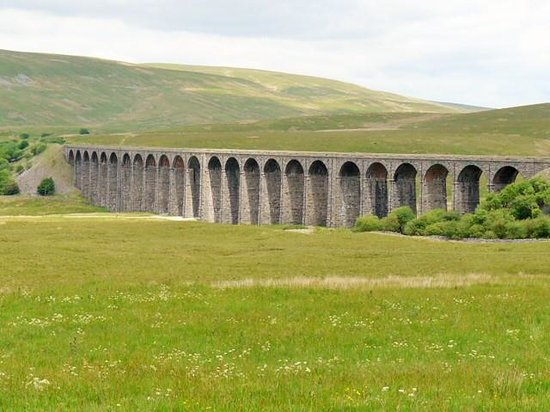 Ribblehead Viaduct showing the curve