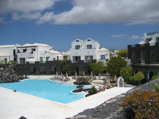 Hotel THe Volcan Lanzarote : Une partie de la piscine