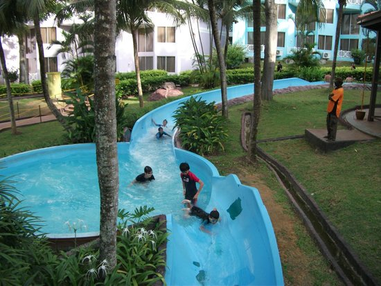 Lotus Desaru Beach Resort: Lazy River