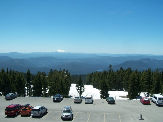 Timberline Lodge: Mt. Jefferson in the distance