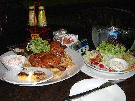 Lotus Desaru Beach Resort: Meals at Teratai Cafe