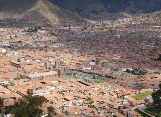 Plaza de Armas Cusco Hotel: View of Cusco from above. The hotel is located on the upper right corner of plaza in center of p
