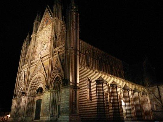 Duomo di Orvieto: Orvieto Duomo at night