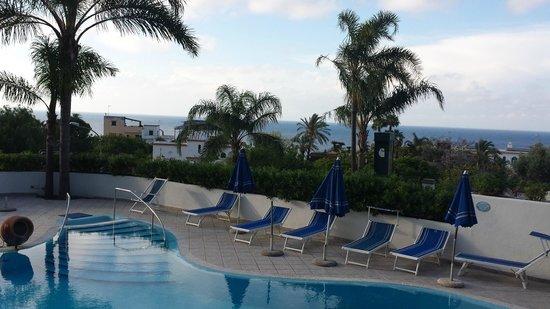 Hotel Parco Conte: Piscina e vista
