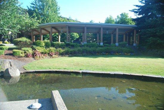 Cedarbrook Lodge: walkways