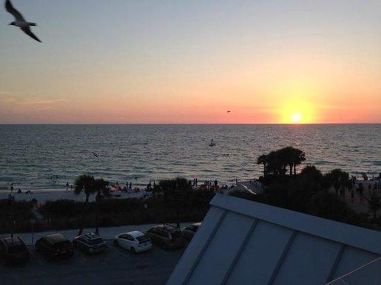 Coconut Inn: A sunset @ Pass-a-grille beach