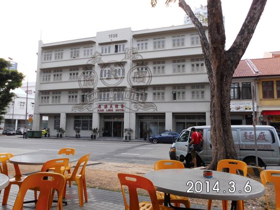 Kam Leng Hotel: Front of Hotel