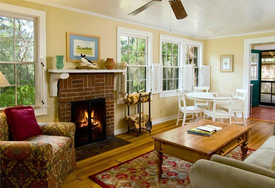 The Lodge on Little St. Simons Island: Michael Cottage Living Room