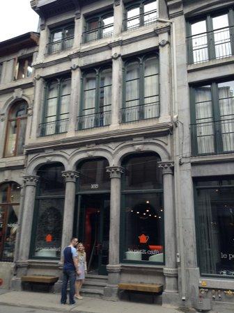 Le Petit Hotel: Entrance
