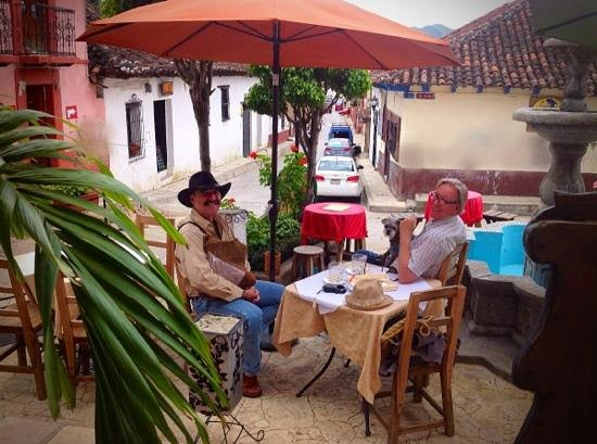 Trattoria Italiana: dine al fresco on the front patio