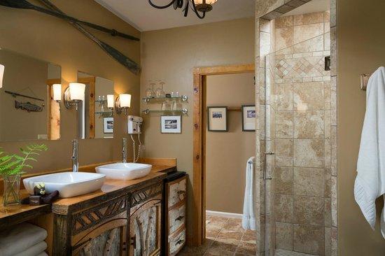 Lodge at Moosehead Lake: Luxury Baths