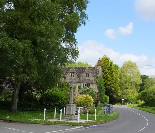 The Cotswold Plough Hotel & Restaurant: View from the road