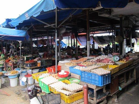 Central Market : Plenty of fresh eggs