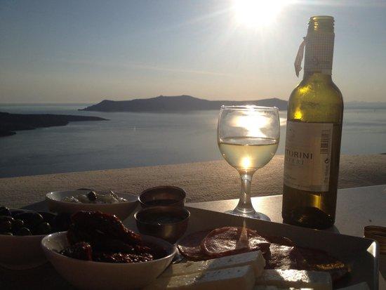 Panorama Studios & Suites: Greek mezza plate and hotel wine