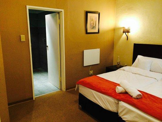 Hotel Numbi & Garden Suites : bedroom