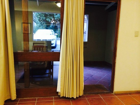 Hotel Numbi & Garden Suites : entrance to room