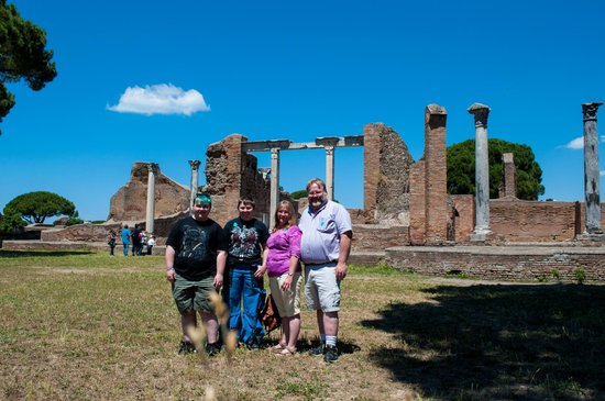 City Wonders : A beautiful day in Ostia