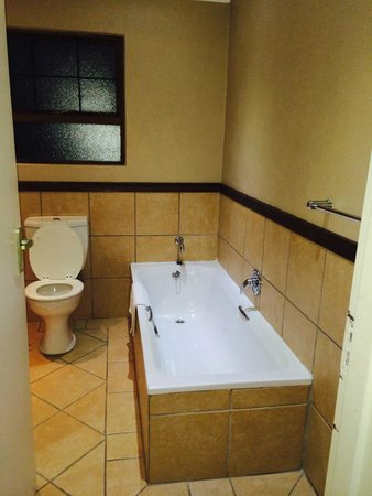 Hotel Numbi & Garden Suites : bathroom