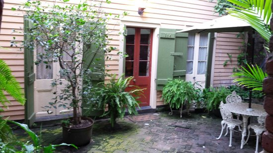 Olivier House Hotel: Creole cottage ' s private courtyard just off from the pool.