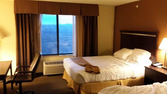 Holiday Inn Express Hotel & Suites Pueblo North : BED