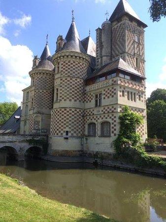 Château des Réaux : le hateau dans toute sa splendeur