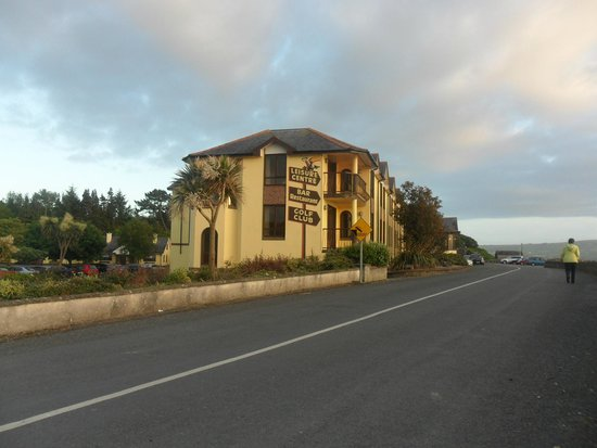 Gold Coast Golf Resort: hotel as seen from main road