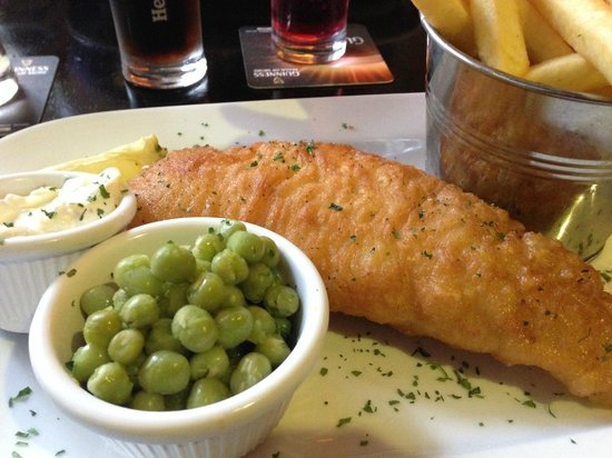 Dan Cronins Bar & Bistro: Lovely fish and chips