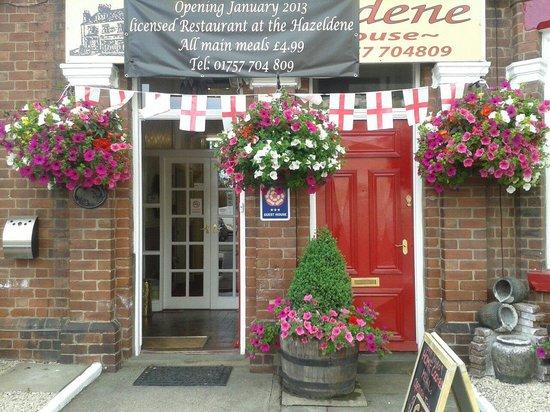 Hazeldene Guest House: Lovely entrance