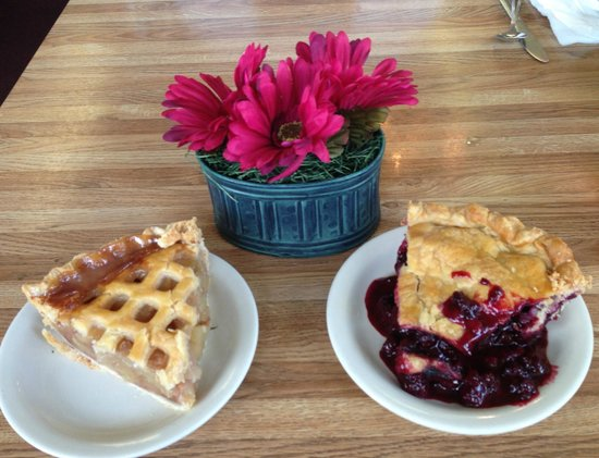 Powderhorn Cafe: Cold Apple and Warm Marion Berry Pie