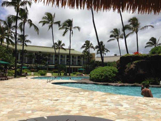 Kauai Beach Resort: Hotel from Pool