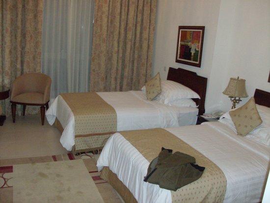 Dubai Marina Apartments : Спальня с отдельными кроватями