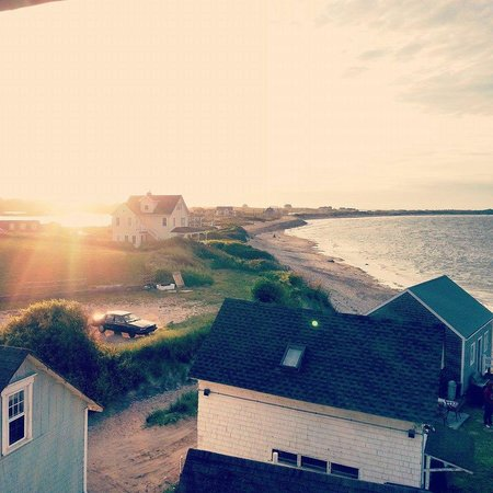 Blue Dory Inn: Sunset view from the Ocean Sonnet room