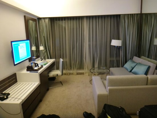 Auberge Discovery Bay Hong Kong: Room view from next to bed