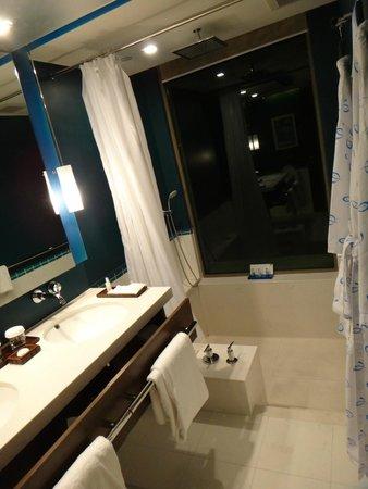 Auberge Discovery Bay Hong Kong: Bathroom