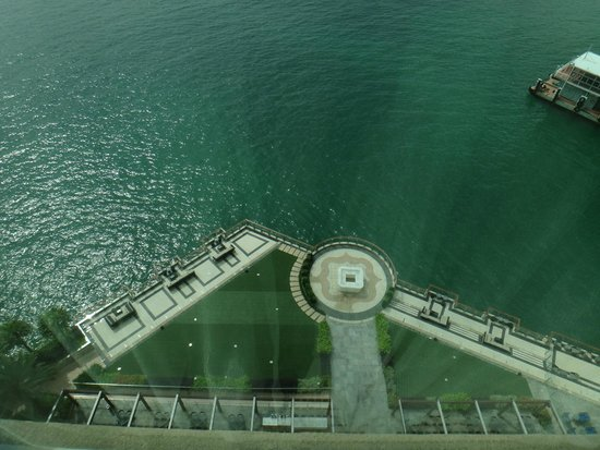 Auberge Discovery Bay Hong Kong: Looking down at waterside from room