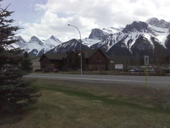 Thai Pagoda: Canmore sure is beautiful