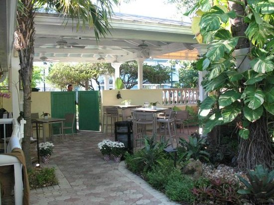 Almond Tree Inn : This the area where you eat breakfast with exit doors shown