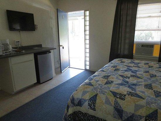 Bluewolf Motel: King size room
