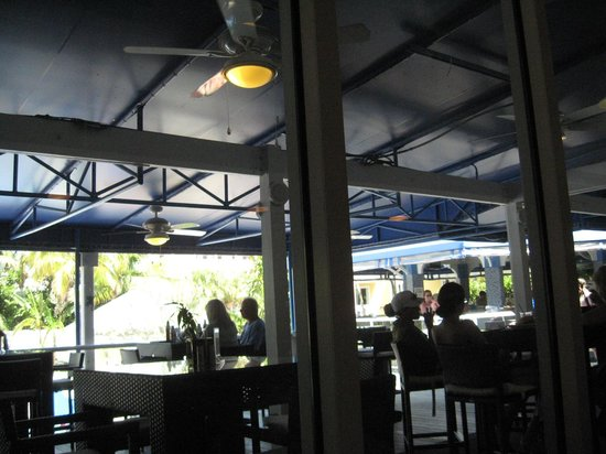 Coral Crab Cafe: Outdoor seating