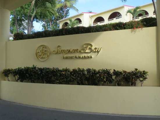 Simpson Bay Resort & Marina: hotel entrance
