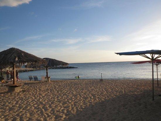 Simpson Bay Resort & Marina: beach area