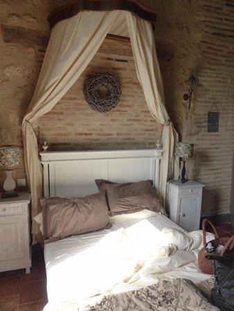 Chateau de Ronel: chic rustic bedrooms