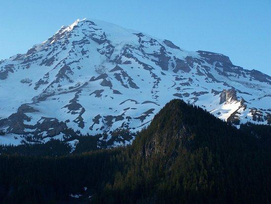 Mount Rainier : Rainier at 9 PM