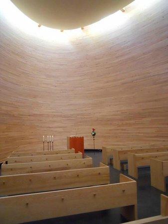 Kamppi Chapel of Silence: Capilla interior