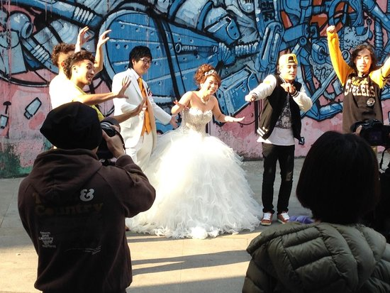 Hyatt on the Bund: Lots of brides just hanging out, getting pictures taken of themselves. Interesting.