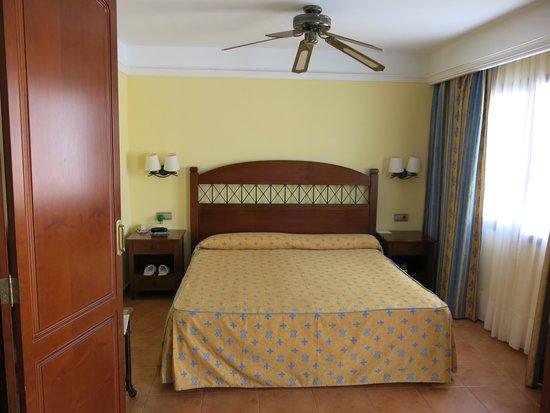 Suite Hotel Atlantis Fuerteventura Resort: detalle conservación habitación