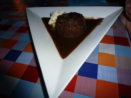 TJ's Restaurant: Sticky Toffee Pudding with Clotted Cream