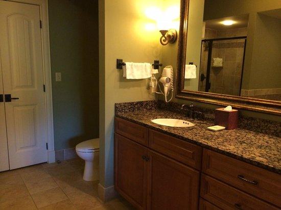 RiverStone Resort & Spa: Bathroom