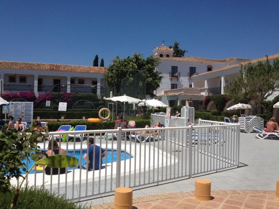 Globales Cortijo Blanco Hotel: Near the tennis court