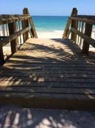 Holiday Inn Hotel & Suites Vero Beach - Oceanside: Just a few steps to the beach!